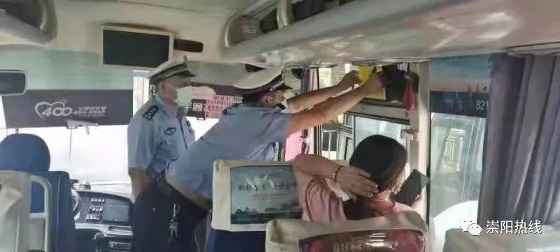 安全带等于生命带!崇阳交警强力推进营运客车乘客使用安全带工作